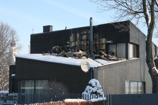 Namas ir pirtis užsidegė dėl neteisingai įrengtų dūmtraukių