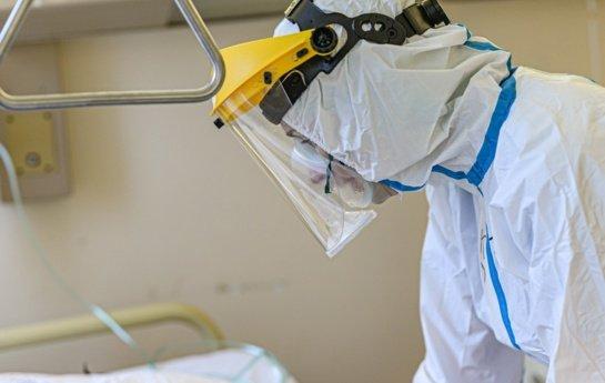 Ligoninėse gydoma beveik 1,5 tūkst. COVID-19 pacientų, 166 iš jų – reanimacijoje