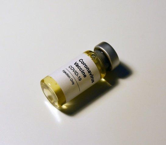 Briuselis: ES šalims nedraudžiama įsigyti centralizuotai nepatvirtintų vakcinų