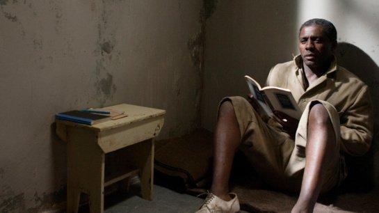 """Filmo apžvalga: """"Mandela"""" (2013)"""