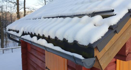 Mirtinas pavojus ant stogo: kaip apsaugoti save ir savo turtą?