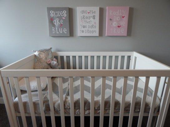Pavojus kūdikiams – mirtį gali sukelti netinkami patalai