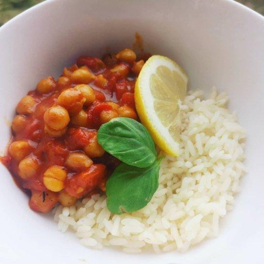 Lengviems pietums – vegetariškas avinžirnių karis