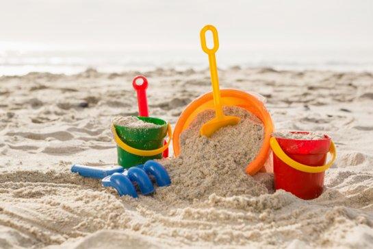 Vasaros atostogos su vaikais: žaislai laisvalaikiui paplūdimyje – džiaugsmas visai šeimai