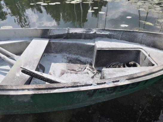 Po fejerverkų šou ant vandens – gaisras valtyje