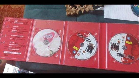 Neįtikėtina: dingęs poros  vestuvių DVD rastas parduotuvės lentynoje