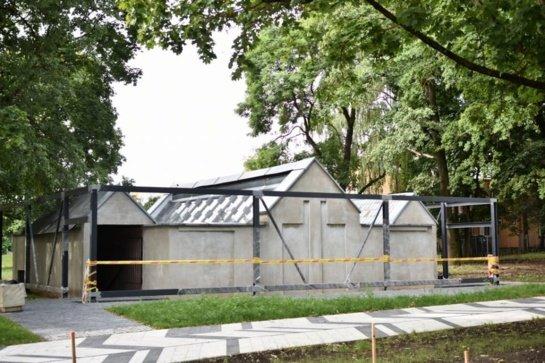 Nuspręsta tvarkyti viešąjį Panevėžio tualetą: kol kas perdažomas tik fasadas