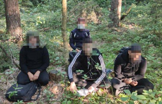 Į Lietuvą neteisėtai pateko migrantų grupė su vaikais