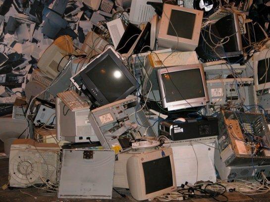 Kur reikėtų dėti buitinės technikos ir elektronikos atliekas?