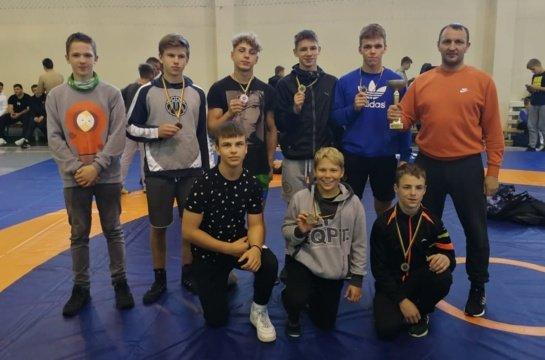Anykščių imtynininkai užtikrintai pasirodė žaidynėse Panevėžyje