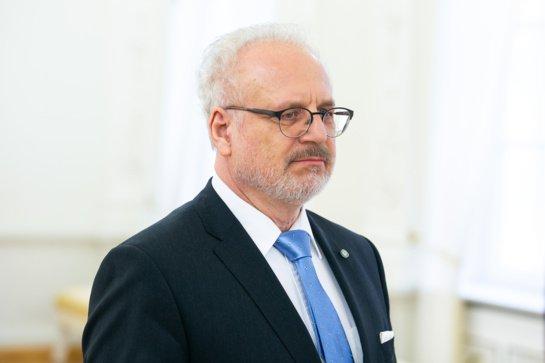 Visiškai pasiskiepijusiam Latvijos prezidentui patvirtintas COVID-19
