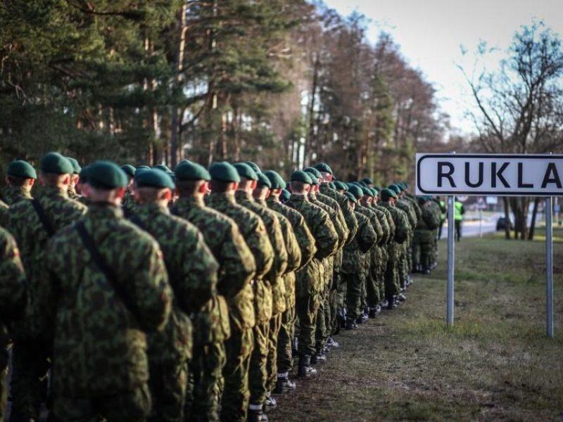 Rukloje - NATO priešakinių pajėgų batalione tarnybą pradedančių Prancūzijos karių pristatymas