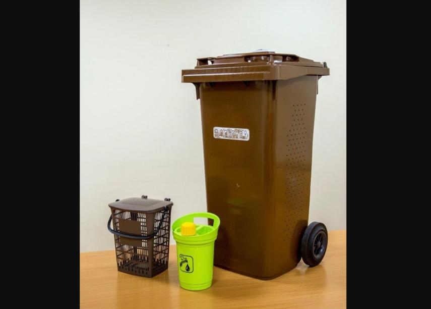 Prienų, Jiezno ir Birštono gyventojams dalijami maisto atliekų konteineriai