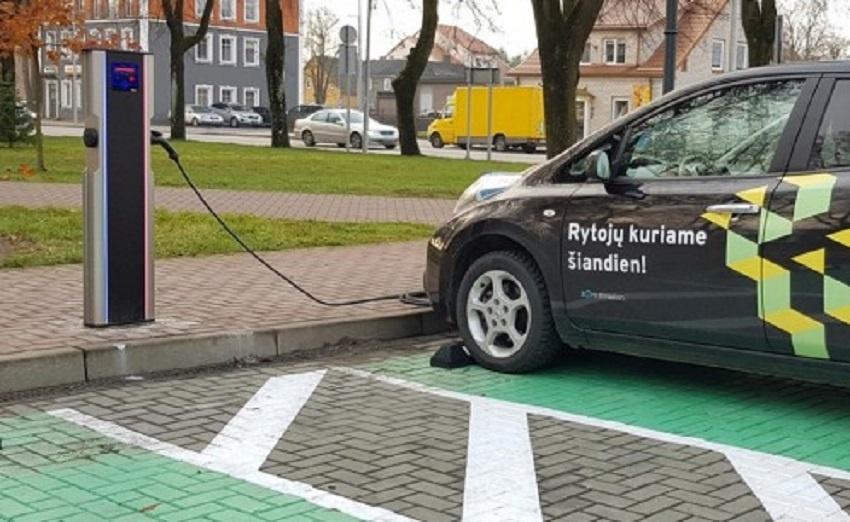 Tauragės mieste – naujos elektromobilių krovimo stotelės