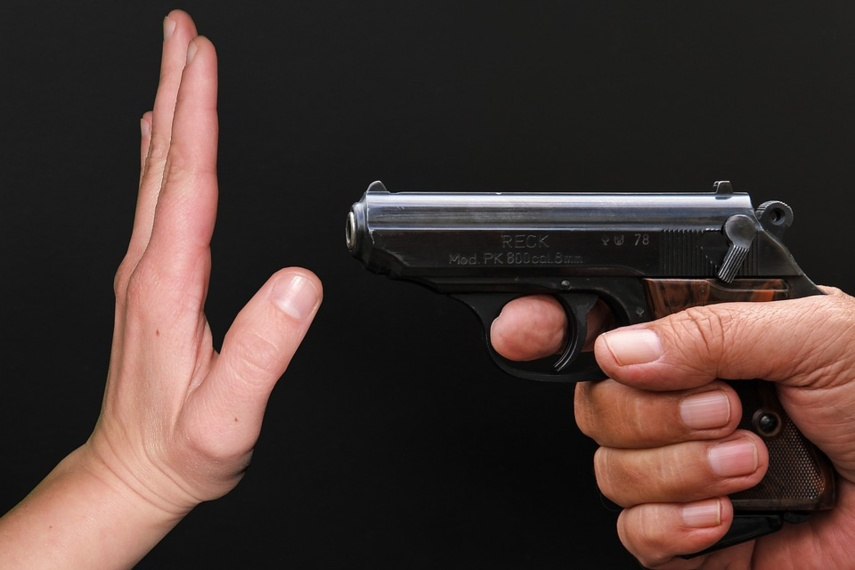 Širvintų rajone vyras, įtariama, iš šratinio pistoleto šovė į moterį