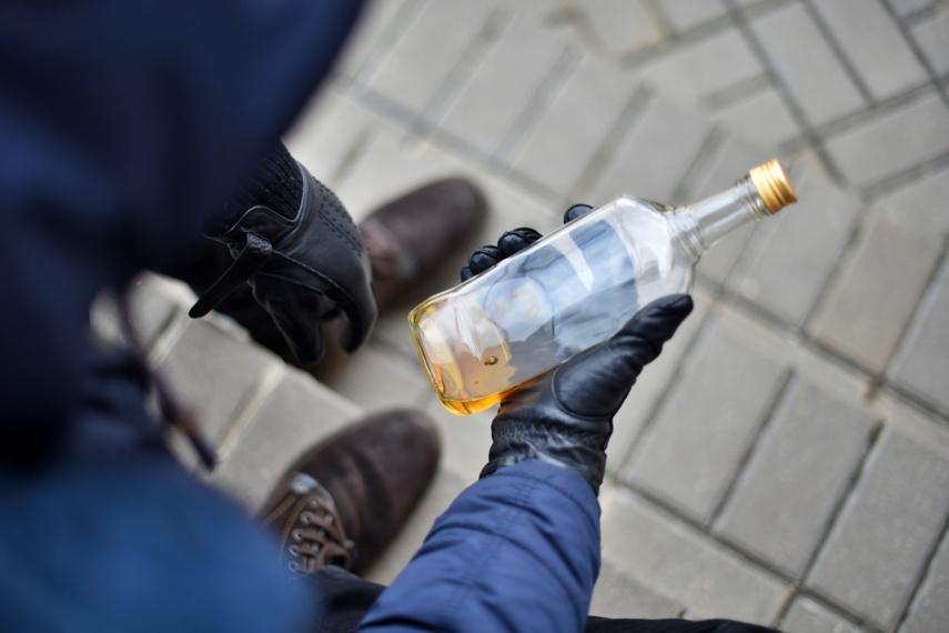 Kriminalai pajūryje: konfiskuoti dideli kiekiai naminukės