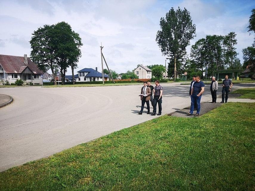 Skuodo rajono eismo saugumo komisija vaikštinėjo miesto gatvėmis