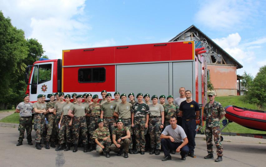 Ugniagesiai gelbėtojai lanko stovyklautojus