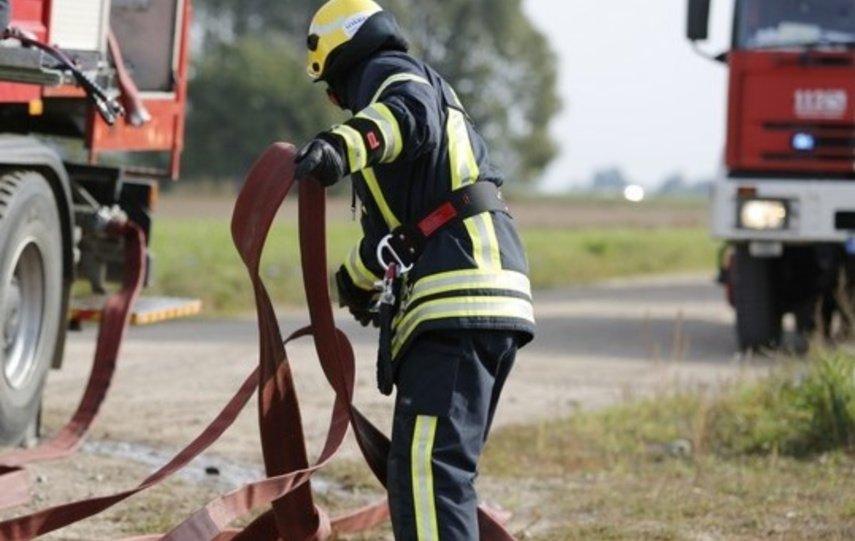 Šakių rajone degė lauko virtuvė: gesindamas gaisrą nukentėjo vyras