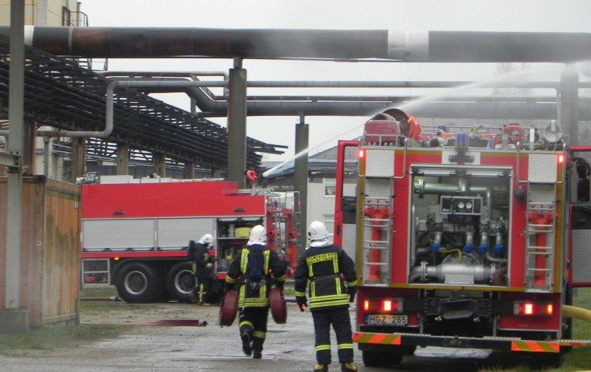Kauno rajone užsidegė automobilių servisas, gaisras – lokalizuotas