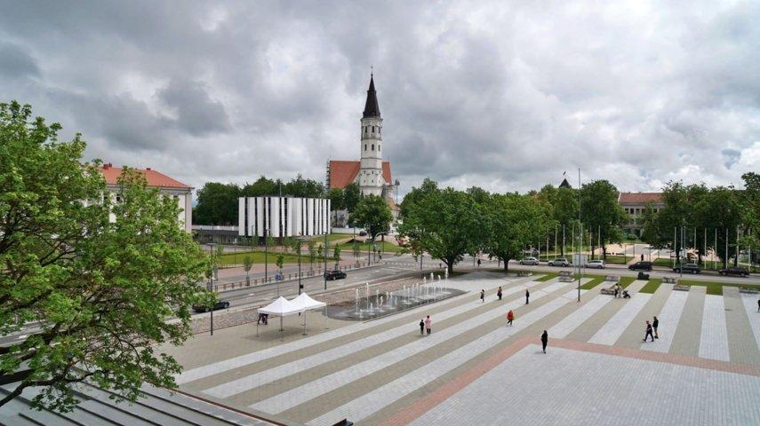 Atsinaujinusi Prisikėlimo aikštė kviečia miestiečius ir miesto svečius