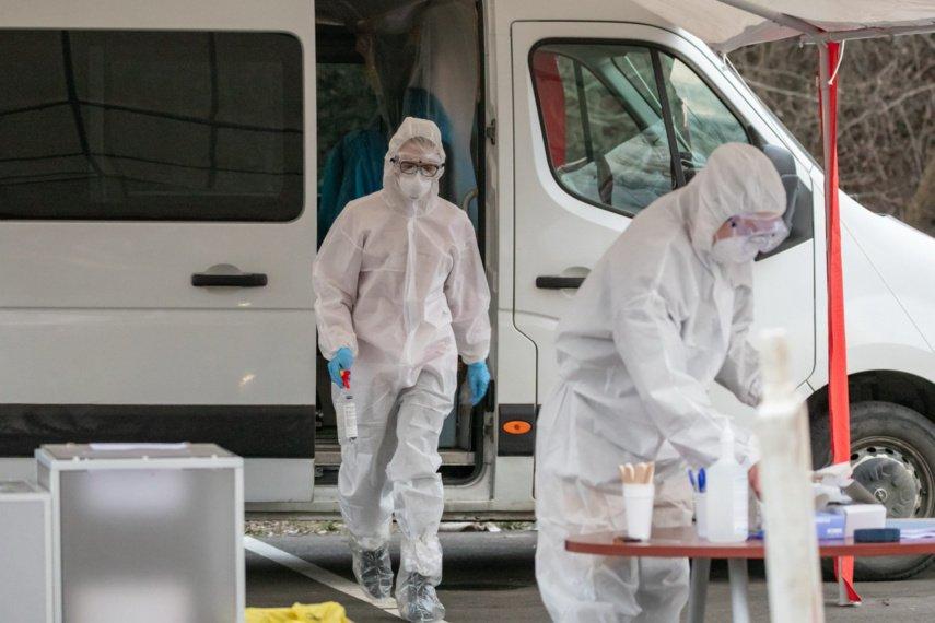 NVSC: protrūkių kreivė ir toliau kyla aukštyn, epidemiologai ragina rinktis nuotolinį darbą