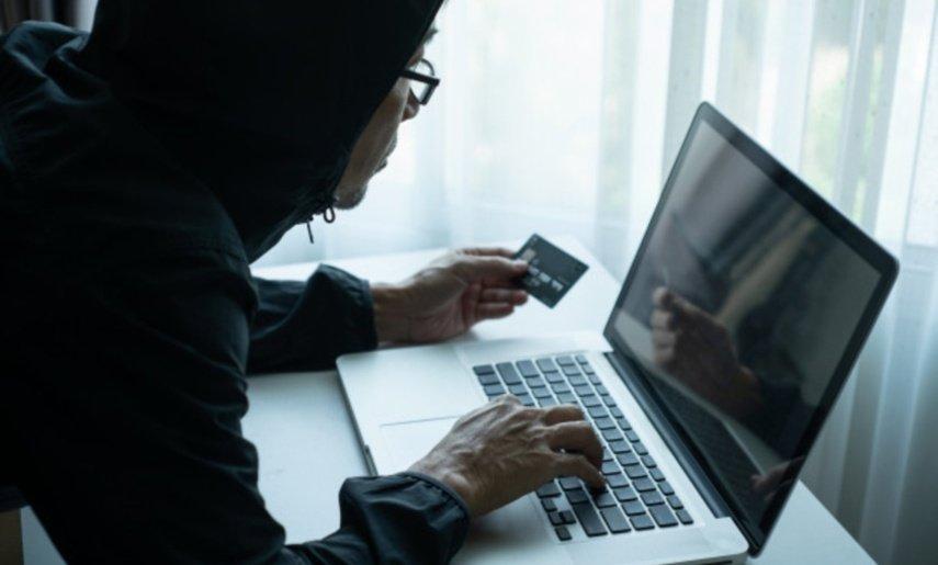 """Elektroniniai sukčiai įžūlėja: vagia duomenis, gąsdindami """"karantino zonomis"""""""