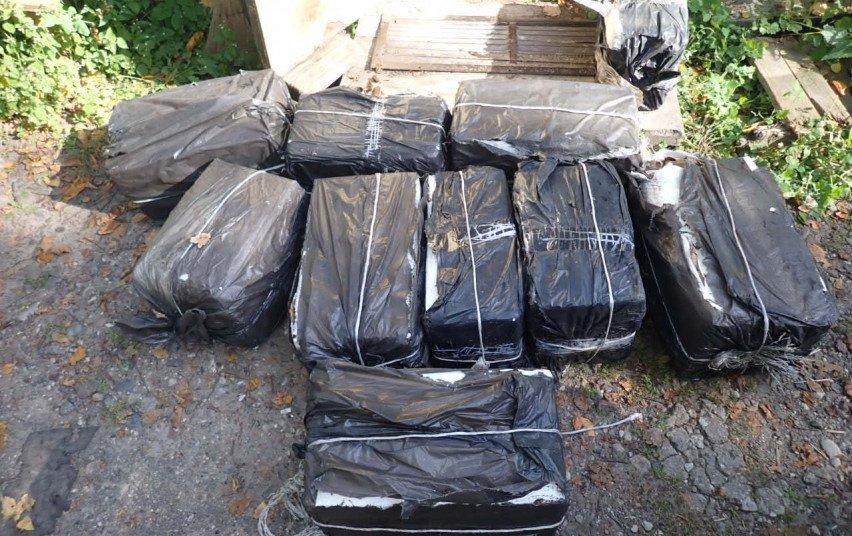 Elektrėnų pareigūnai kratų metu rado alkoholio, brogos ir kontrabandinių rūkalų