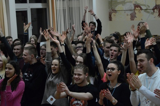 Šiaulių universiteto gimnazijoje buvo šviesu pernakt