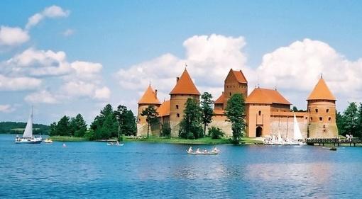 """Medininkų pilyje atidaroma paroda """"Vakarų Ukrainos pilys ir dvarai"""""""