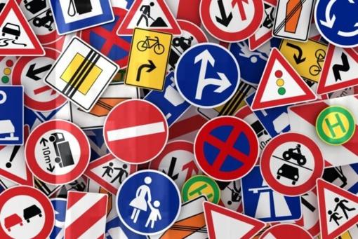 Skelbiamas ženklų, nurodančių atstumą nuo Šilutės rajono savivaldybės iki užsienio partnerių savivaldybių, pasiūlymo konkursas
