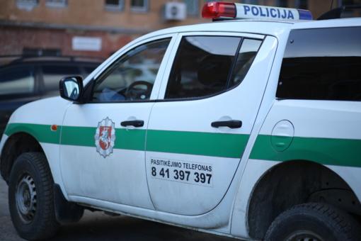 Įtariama, vogtas automobilis rastas nuvažiavęs nuo kelio