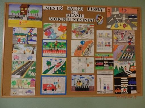 """Visagine pradinių klasių moksleiviai, bendruomenės pareigūnių pakviesti, piešė ir diskutavo tema """"Mes už saugų eismą!"""""""