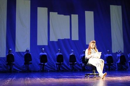 """Ignalinos gimnazijos teatro spektaklis """"Atjunk"""" – tarp 8 geriausių jaunimo spektaklių Lietuvoje"""