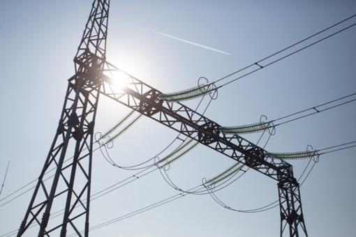 Elektros rinkos barometras: mėnesį kilusios elektros kainos Lietuvoje susitraukė