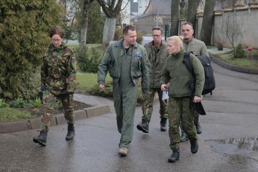 NATO kariai pasirūpino globojamų vaikų atostogų išlaidomis