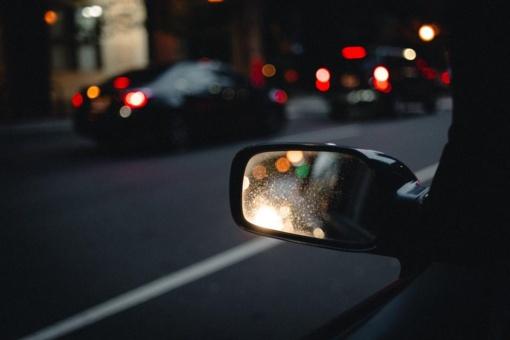 Eismo stereotipai: ar tikrai moterys vairuoja blogiau?