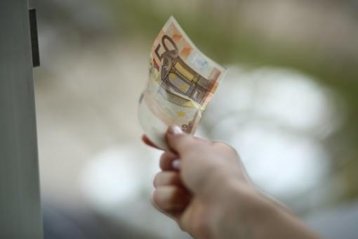 Gydytojų ir slaugytojų darbo užmokestis didės nuo liepos 1 d.