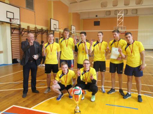 """""""Saulėtekio"""" gimnazijos vaikinai – Šiaulių miesto moksleivių mėgėjų tinklinio lygos varžybų čempionai!"""
