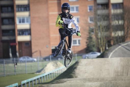 BMX čempionas Šiauliuose varžosi su savo šešėliu