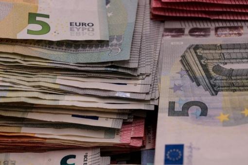 Grasindamas kirviu vyras pagrobė 4 butelius alaus ir 5 eurus