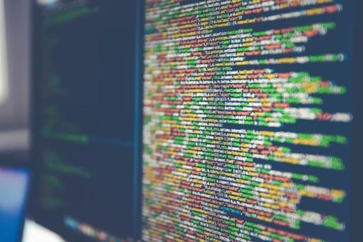"""""""Google"""" ir """"Facebook"""" pripažino patyrusios 100 mln. dolerių žalą dėl kompiuteriniu sukčiavimu kaltinamo lietuvio veiksmų"""