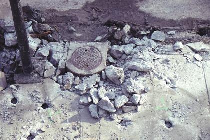 Vaikas pasiskundė, kad jį akmeniu sužalojo tėvas