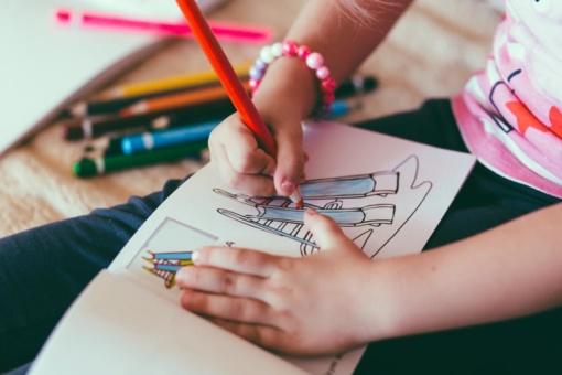 Vaiko priežiūros išmokos bus mokamos anksčiau