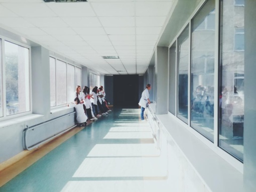 Siūloma 2 mėnesiais pailginti apmokamą slaugos terminą