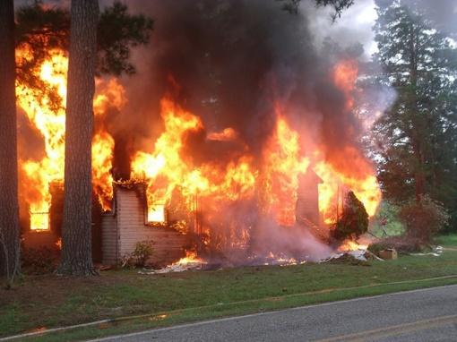 Varėnos rajone degė namas