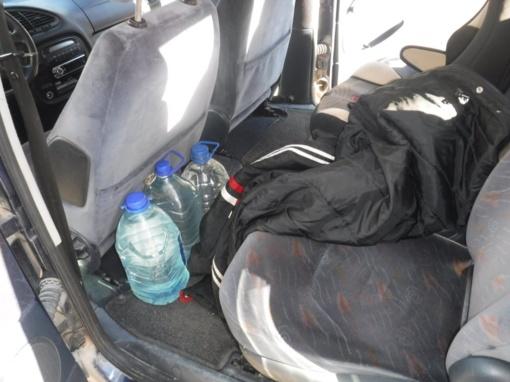 Kretingos rajono gyventojas įkliuvo pareigūnams su 15 litrų naminukės