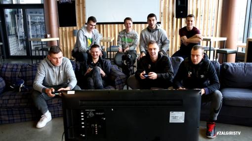 """""""Žalgirio"""" krepšininkai išsiaiškino čempionų duetą žaisdami """"FIFA17"""" vaizdo žaidimą (VIDEO)"""
