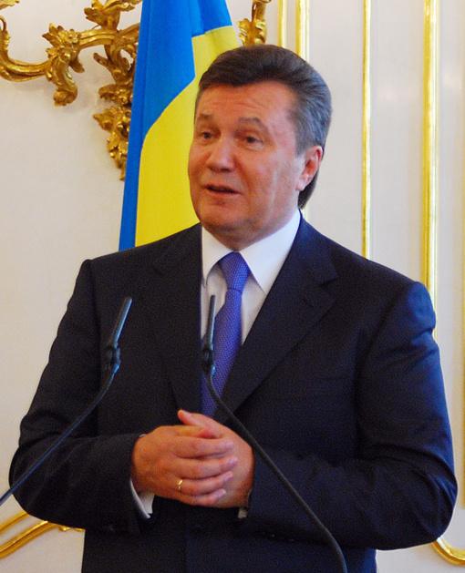 Ukrainos teismas pradėjo nagrinėti valstybės išdavyste kaltinamo eksprezidento Janukovyčiaus bylą