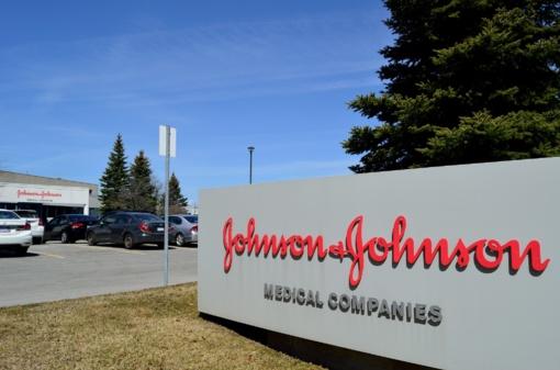 """Teismas nurodė """"Johnson & Johnson"""" sumokėti 110 mln. dolerių vėžiu susirgusiai moteriai"""